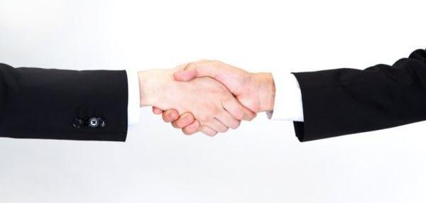 ユーザー目線のサイト制作後の握手